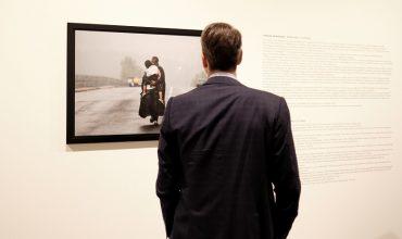 ÅÐÉÓÊÅØÇ ÔÏÕ ÐÑÙÈÕÐÏÕÑÃÏÕ ÊÕÑÉÁÊÏÕ ÌÇÔÓÏÔÁÊÇ ÓÔÇÍ ÅÊÈÅÓÇ ÌÅ ÖÙÔÏÃÑÁÖÉÅÓ ÔÏÕ ÃÉÁÍÍÇ ÌÐÅ×ÑÁÊÇ  ÓÔÇÍ ÅÊÈÅÓÇ ATHENS PHOTO WORLD.  (Eurokinissi/ÃÑÁÖÅÉÏ ÔÕÐÏÕ ÍÄ/ ÄÇÌÇÔÑÇÓ ÐÁÐÁÌÇÔÓÏÓ)